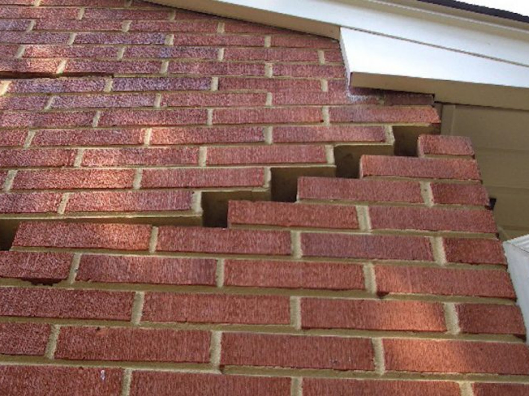 Symptoms of Foundation Failure in your Lafayette, New Iberia & Alexandria, AL Home
